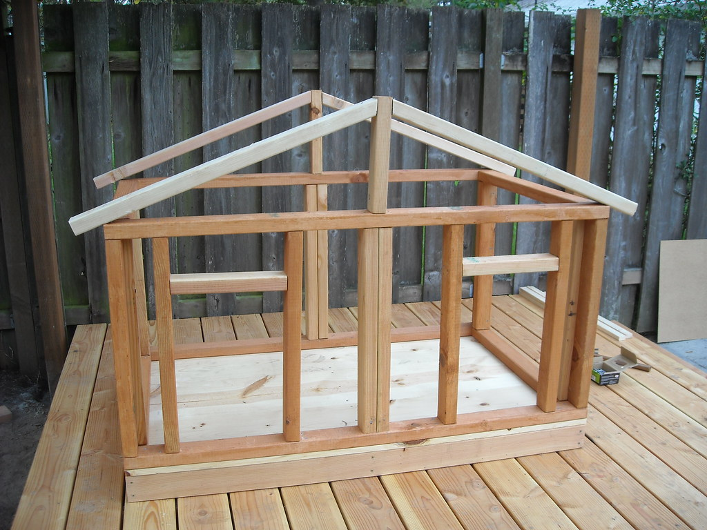 Dog Run - Completed the Dog House Frame | I\'m sure that my a… | Flickr