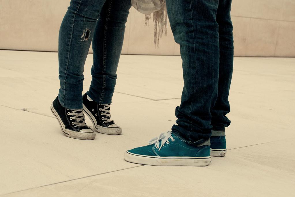 converse vs vans. converse vs vans   by etm fotografía :