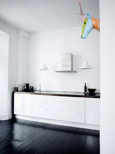 white kitchen, black floor | Photo: Birgitte W. Drejer/Bolig… | Flickr