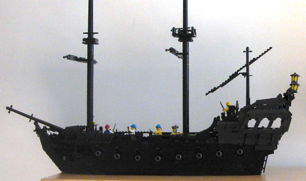 Lego Black Pearl broadside | The magnificent ghostship from … | Flickr