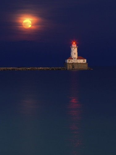 Super Moon Over Chicago Harbor Lighthouse | by Chris Smith/Out of Chicago