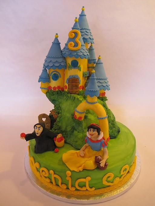 snow white castle by puckycakes