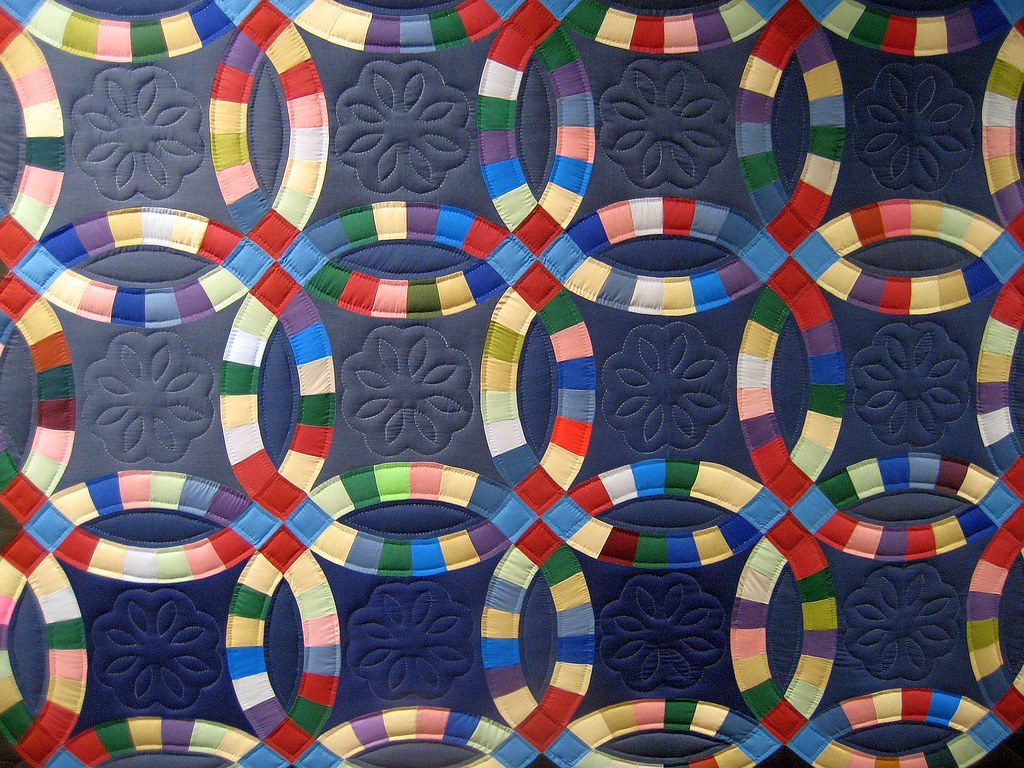 Double Wedding Ring Quilt | At the diagnostic center hangs t… | Flickr