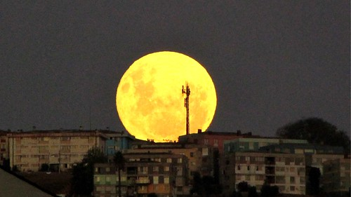 #Supermoon Viña del Mar, Chile | by Marianne Klock