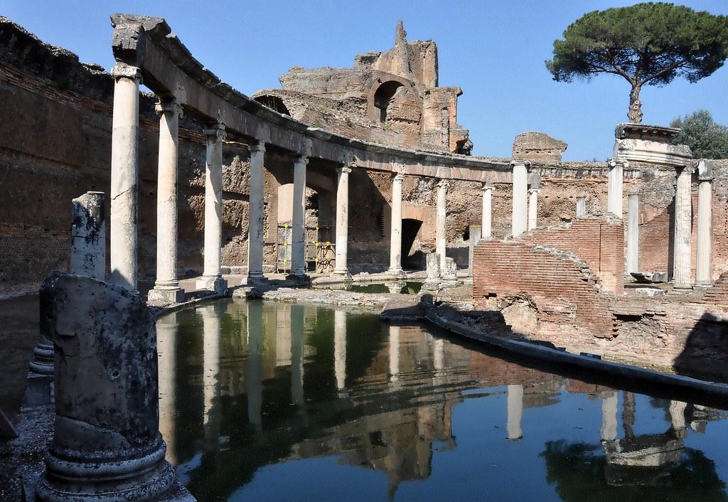 Villa Adriana - Teatro Marittimo - Tivoli (Roma)