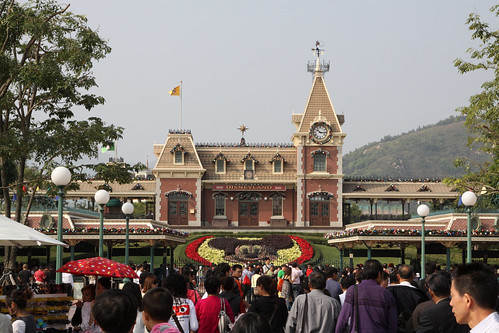 A sea of black hair approaching Hong Kong Disneyland