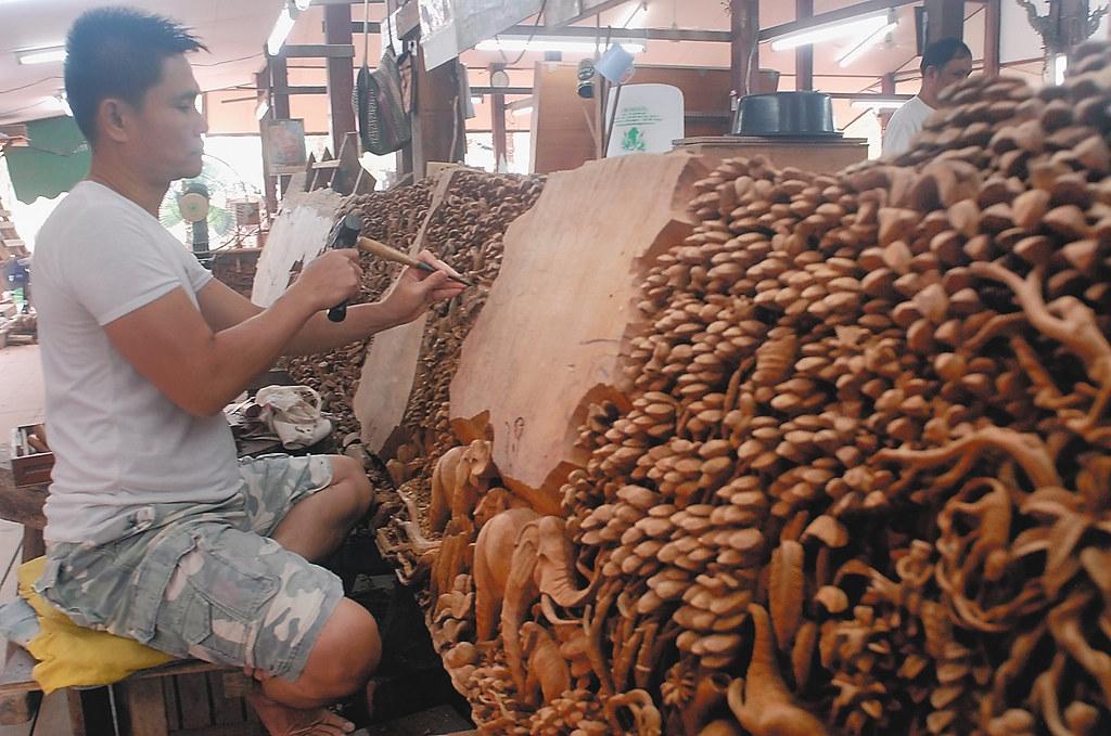 Bangkok Royal Thai Handicraft Center Carver 2 Fotofrysk Flickr