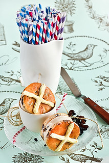 Hot Cross Bun Ice Cream Sandwiches | by raspberri cupcakes