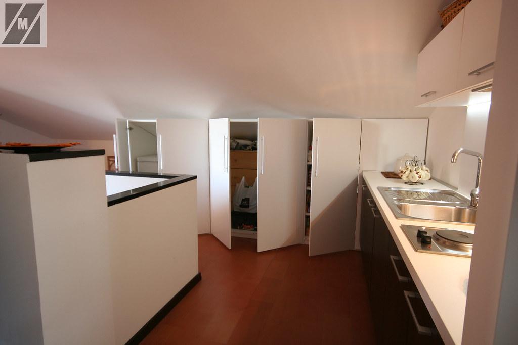 Cucina in mansarda | Angolo cucina in mansarda,con armadio l… | Flickr