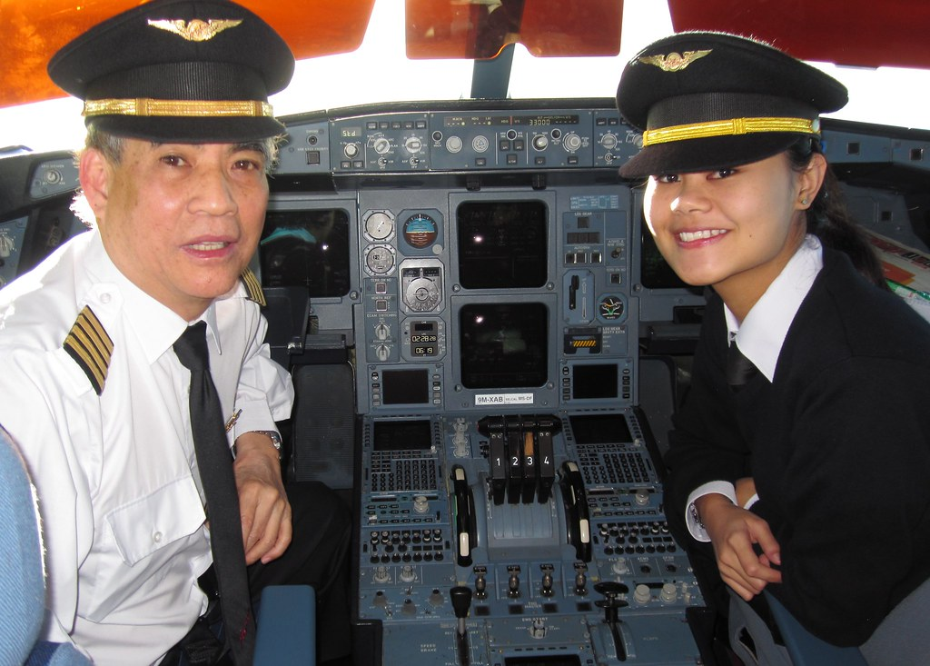 With First Officer Shara Azlin | With lady pilot Senior Firs… | Flickr