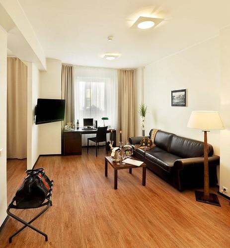 Suite Hotel Room Definition