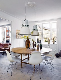 Raul Candales via Elle Decor Spain {white eclectic mid-century / industrial dining room} | by recent settlers