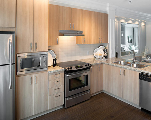Kitchens With Warm Cabinet Tones And Stainless Sreel Appliances