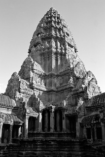 Khmer temple architecture: the central pyramid of Angkor Wat, Cambodia | by Scott Mundy