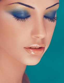 cool-blue-shade-make-up-look | by femtalks