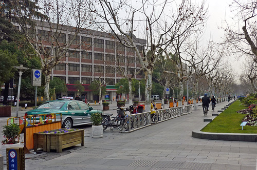 Shared street the promenade along west lake has some for Furniture zone sidewalk