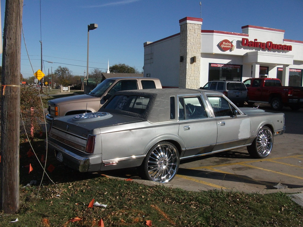 Lincoln Town Car Ratty Lincoln Town Car With Big Wheels Q Flickr