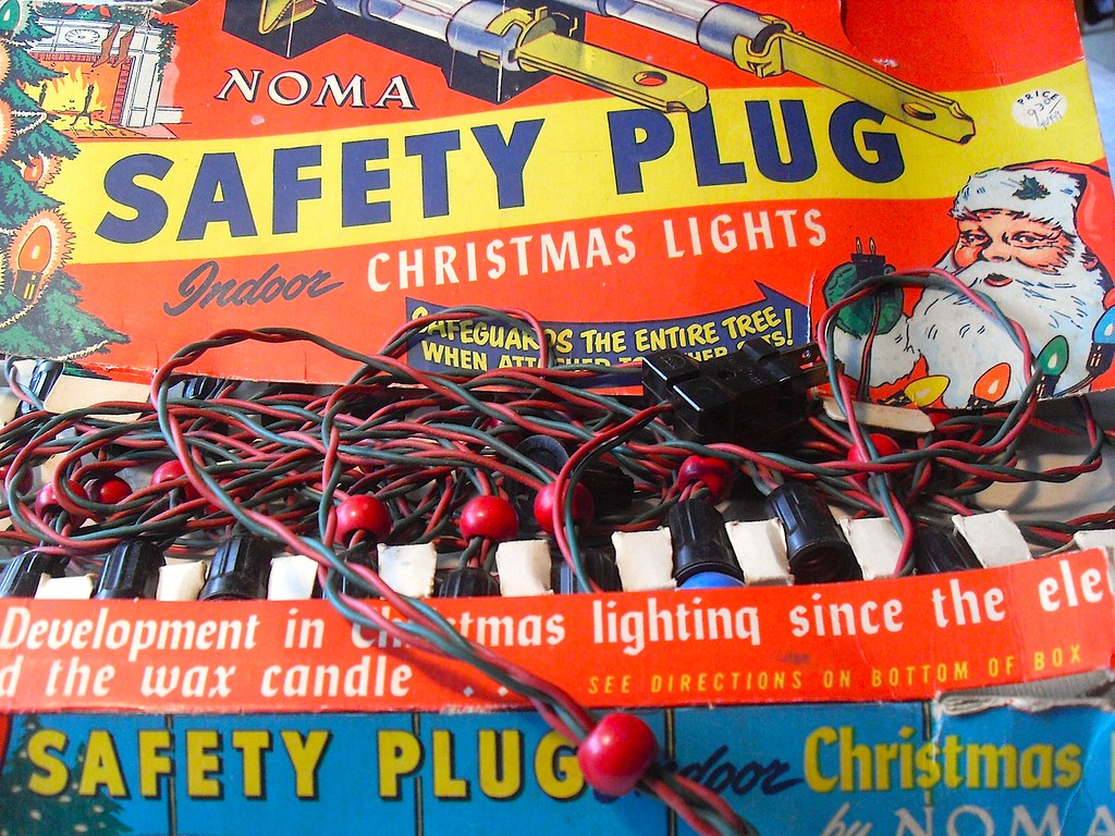 1940s NOMA LITES Safety Plug Christmas LIghts Box and Bulb… | Flickr