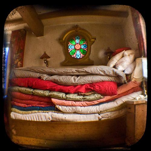 Prinzessin auf der erbse bett  Das Bett der Prinzessin auf der Erbse / ell llit de la pri… | Flickr