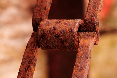 A rusty link on an old wheat binder | by jaros 2(Ron)