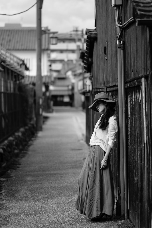Standing still in the old streets (AIRA)