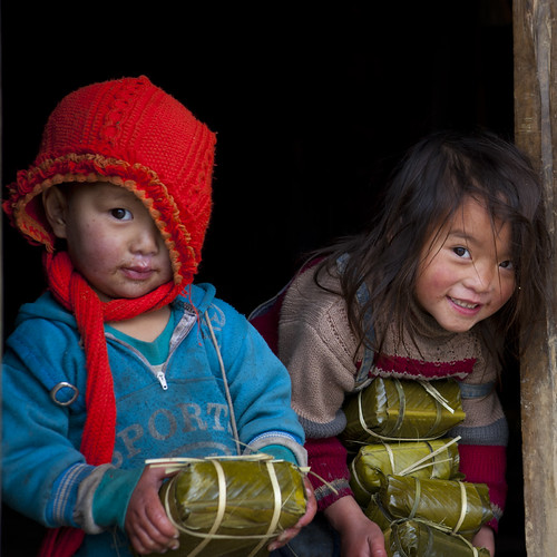 Bringing back rice cakes for Tet - Hmong Vietnam | by Eric Lafforgue
