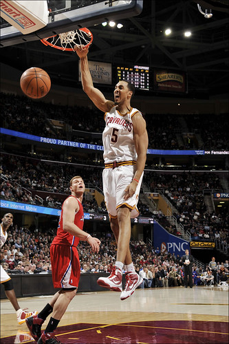 Hollins Dunks | by Cavs History