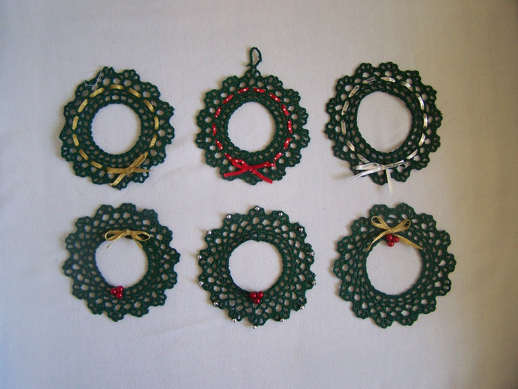 Crocheted Christmas wreath ornaments | The crochet pattern I… | Flickr