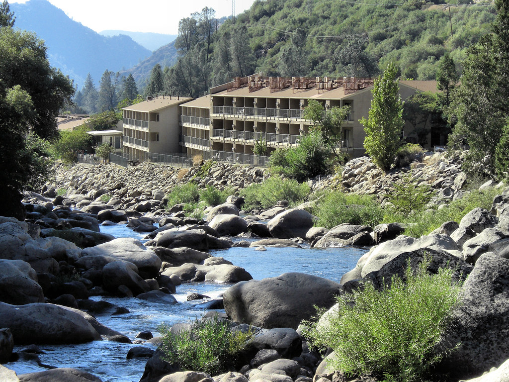 yosemite lodge at the falls usa www ideeperviaggiare it flickr