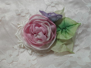 how to make ribbon flowers for dresses