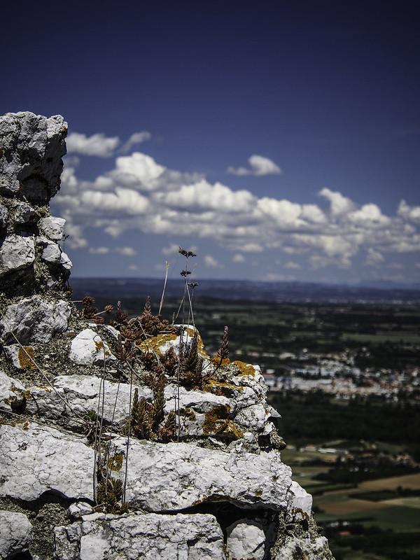 Château de Crussol et son massif 14258857424_2d2624f916_c