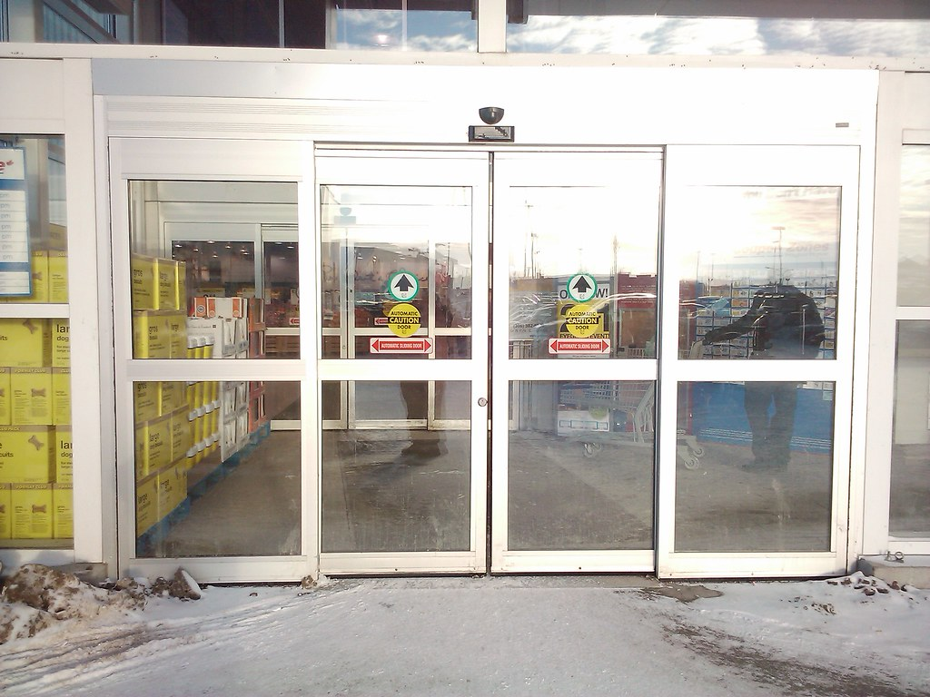 New Automatic Sliding Doors Entrance At The Real Canadia Flickr