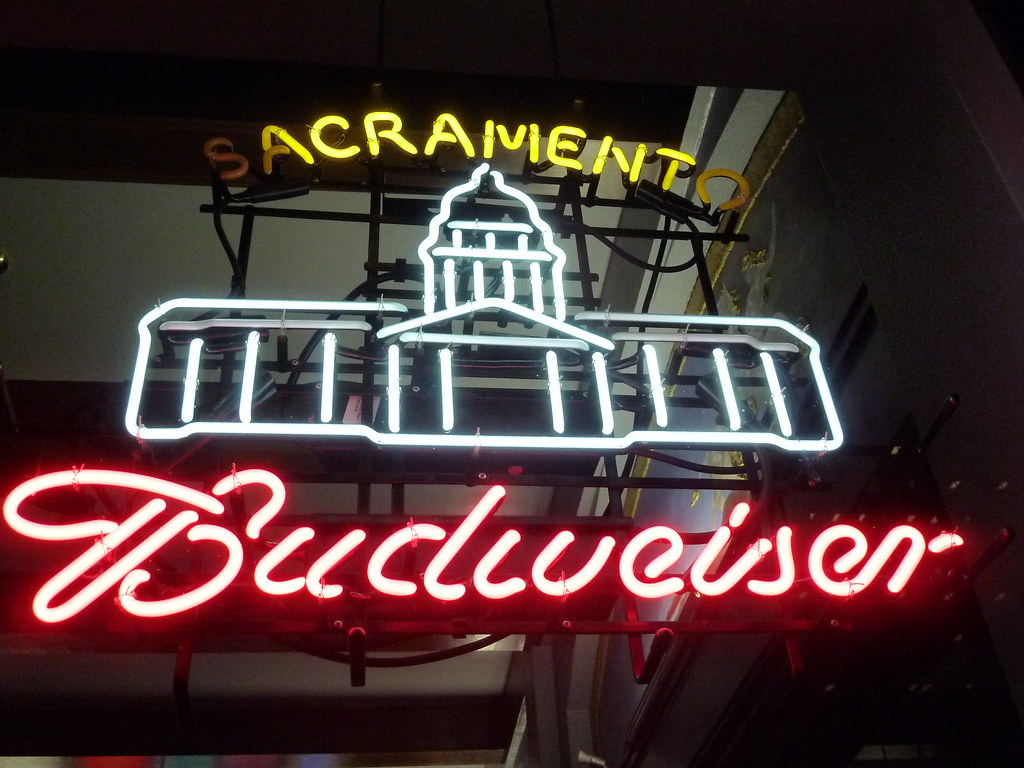 Damaged Budweiser neon sign in Sacramento, CA | Neon sign wi