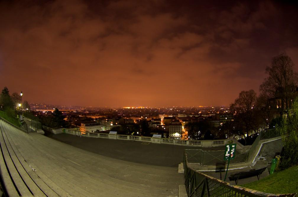 Cielo Rosso Di Notte.Di Notte Il Cielo E Rosso Sopra Parigi A Magic Monkey Flickr