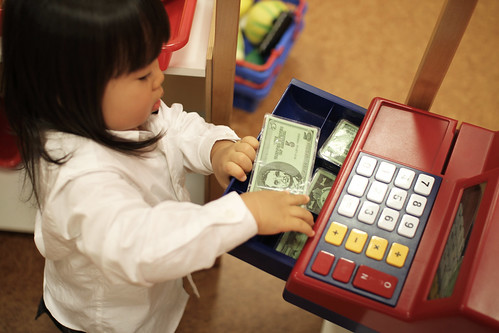 SAKURAKO gets money from a cash register ! | by MIKI Yoshihito. (#mikiyoshihito)