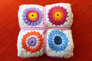Finished: The Sunburst Granny Square Blanket! | by zooivlooi