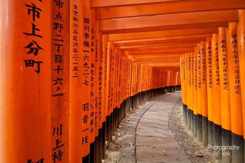 Fushimi-inari-taisha 伏見稲荷大社 | by ❤ Photography By Vicki ❤