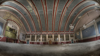 The crOwn hall :: | by andre govia.