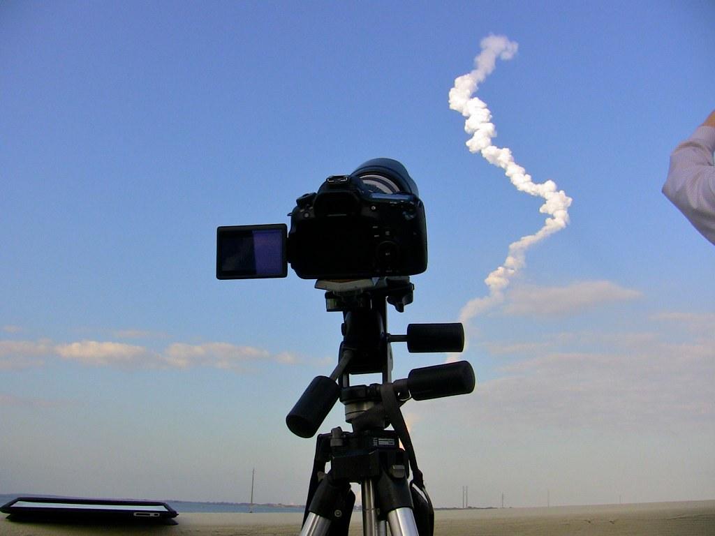 Canon EOS 60D Recording Space Shuttle Discovery's Last Lau