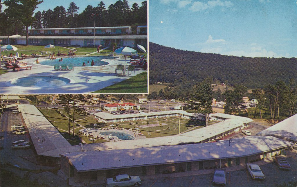 Howard Johnson's Motor Lodge and Restaurant - Asheville, North Carolina
