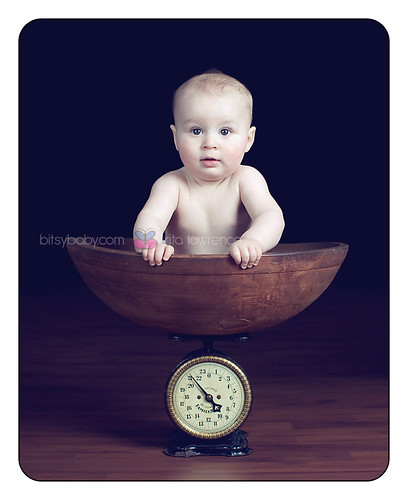 8 month baby in scale =) | by Bitsy Baby Photography [Rita]