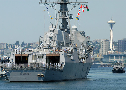 USS Momsen arrives in Seattle to help celebrate the city's 60th Seafair celebration. | by Official U.S. Navy Imagery