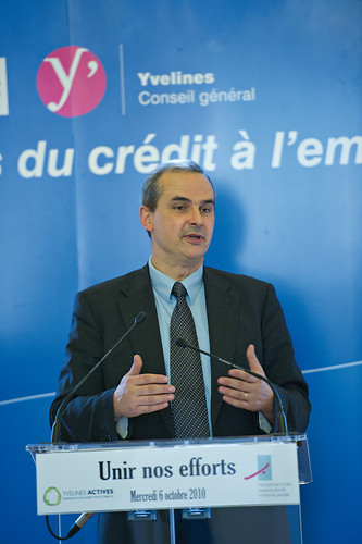 Signature d une convention entre l association d partement for Yvelines actives