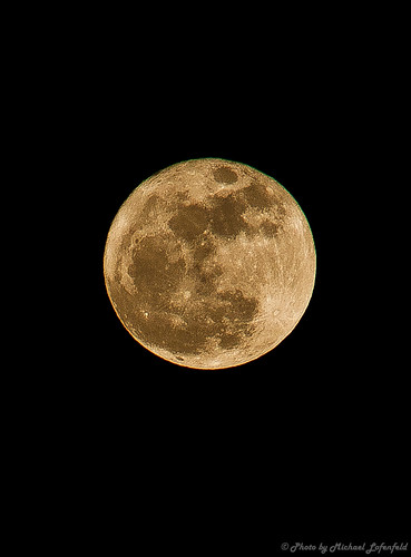 Super Moon 2011 | by mlofenfeld {MICHAEL LOFENFELD photography}