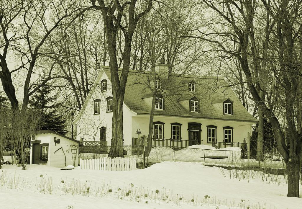 Old house build in vieille maison fin des années 1800 ville de québec old house build in