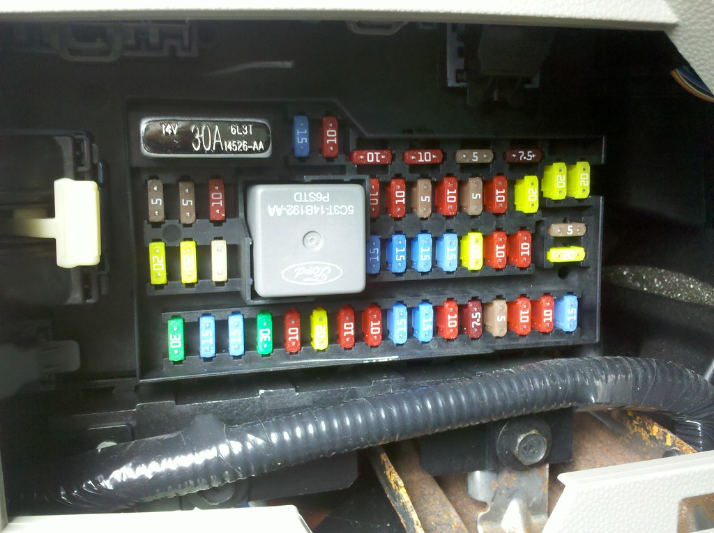 2009 ford escape hybrid interior fuse box sync usb reset flickr rh flickr com 2009 Ford Escape Fuse Diagram 2009 ford escape hybrid fuse box diagram