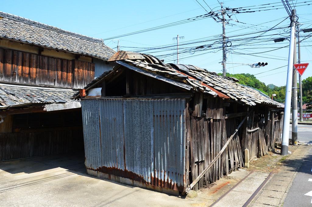leaning shed walking along the old nagasaki kaido kitagat flickr