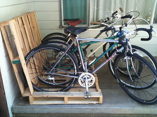 No-Cook Pallet Bike Rack | by lowtechatmo