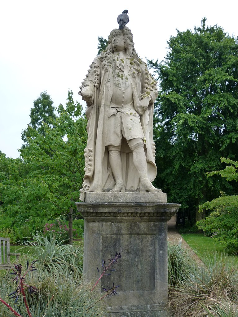 Physic garden wikipedia -  Chelsea Physic Garden Statue Of Hans Sloane And Wood Pigeon By John