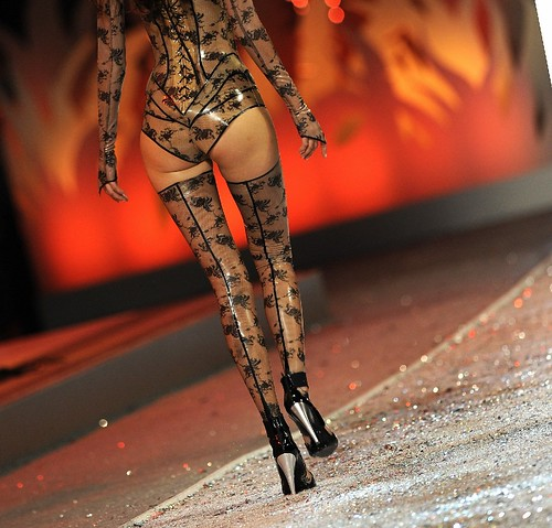 Victoria Secret Fashion Show Harry Styles